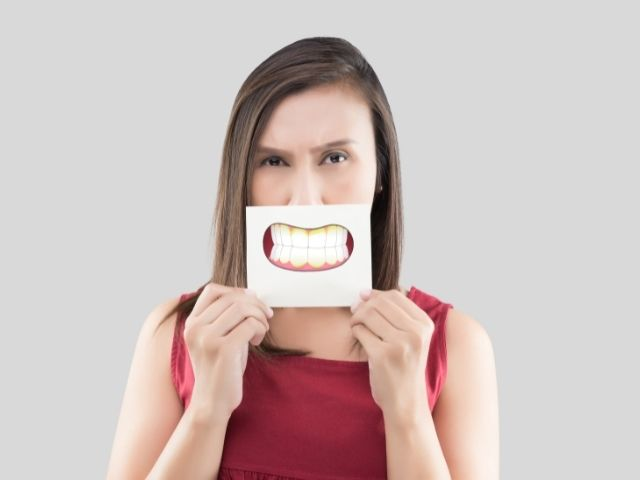 Cos'è la placca dentale e come rimuoverla?